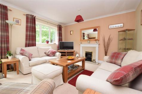 Whyteleafe Hill, Whyteleafe, Surrey. 4 bedroom bungalow