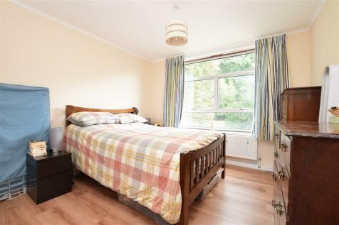 Court Bushes Road, Whyteleafe, Surrey. 2 bedroom flat