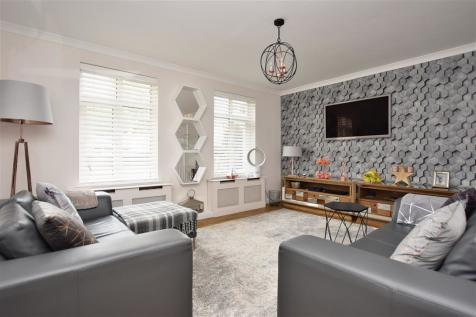 Buxton Lane, Caterham, Surrey. 3 bedroom end of terrace house