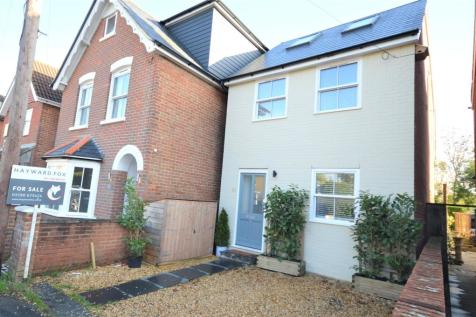 Western Road, Lymington, Hampshire, SO41. 4 bedroom detached house for sale