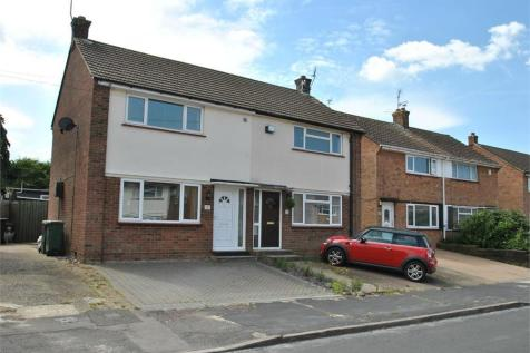 Connaught Gardens, BRAINTREE, Essex. 2 bedroom semi-detached house
