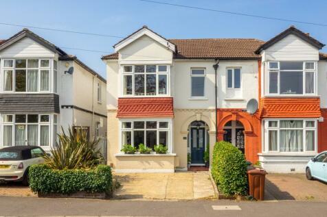 Gander Green Lane, Sutton, SM1. 4 bedroom semi-detached house